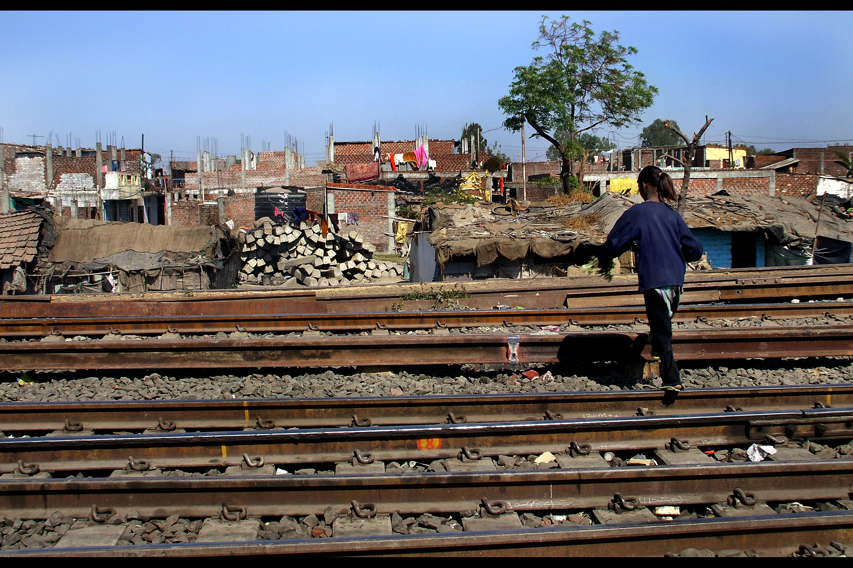 the bhopal disaster The bhopal accident gavin lee sfwr eng 3j03 march 14, 2003 presentation layout background information the bhopal disaster  the bhopal disaster mic tank 610 was checked out the ground around the tank was unstable 40 tons of deadly gases suddenly burst out into the atmosphere workers fled in panic.